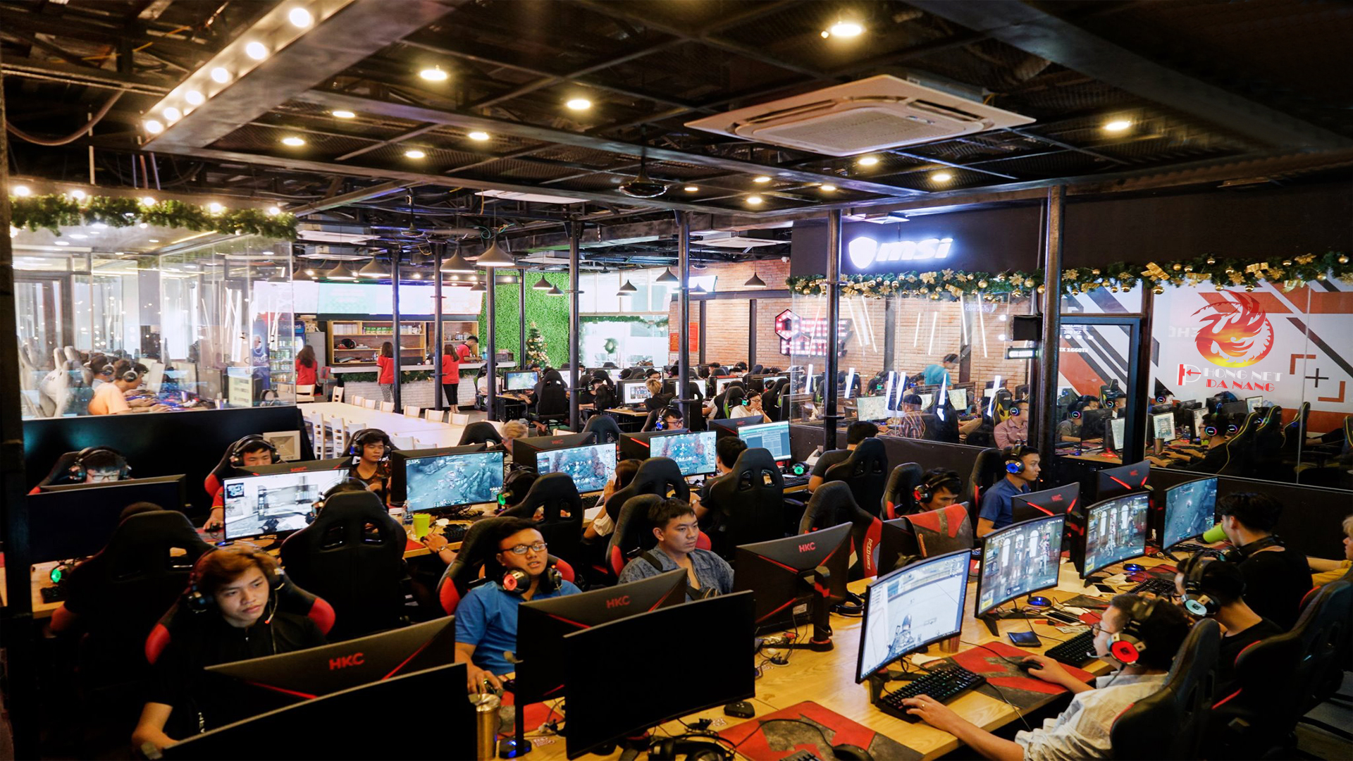 thiet-ke-phong-net-tron-goi-tai-da-nang-phongnetdanang.com-6